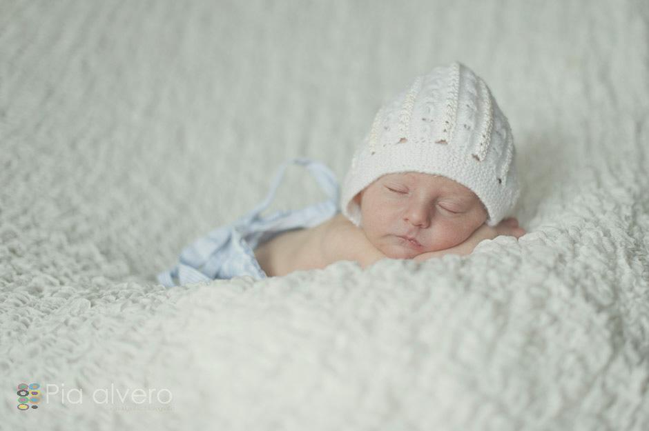 fotografías un bebe recien nacido realizadas en Igorre Bizkaia lugar cerca de Bilbao Fotografía creativa natural y bella de recien nacidos para recordarlos siempre4