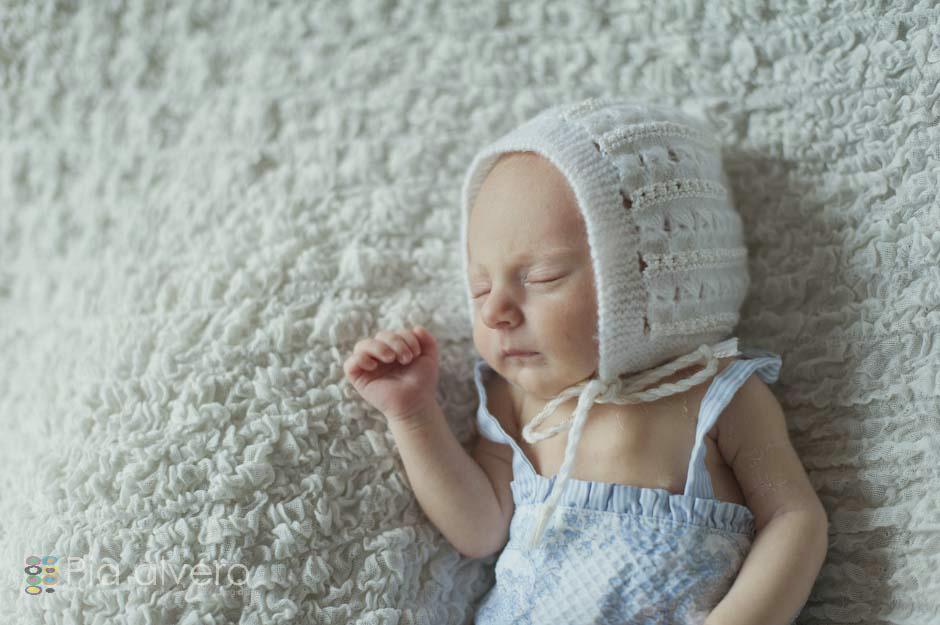 fotografías un bebe recien nacido realizadas en Igorre Bizkaia lugar cerca de Bilbao Fotografía creativa natural y bella de recien nacidos para recordarlos siempre7