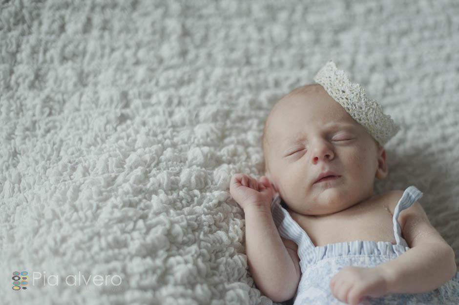 piaalvero fotografía de recien nacido a Izei. Las fotos fueron realizadas en Igorre Bizkaia, muy cerca de Bilbao. Una fotografía creativa de bebes natural y maravillosa.-24