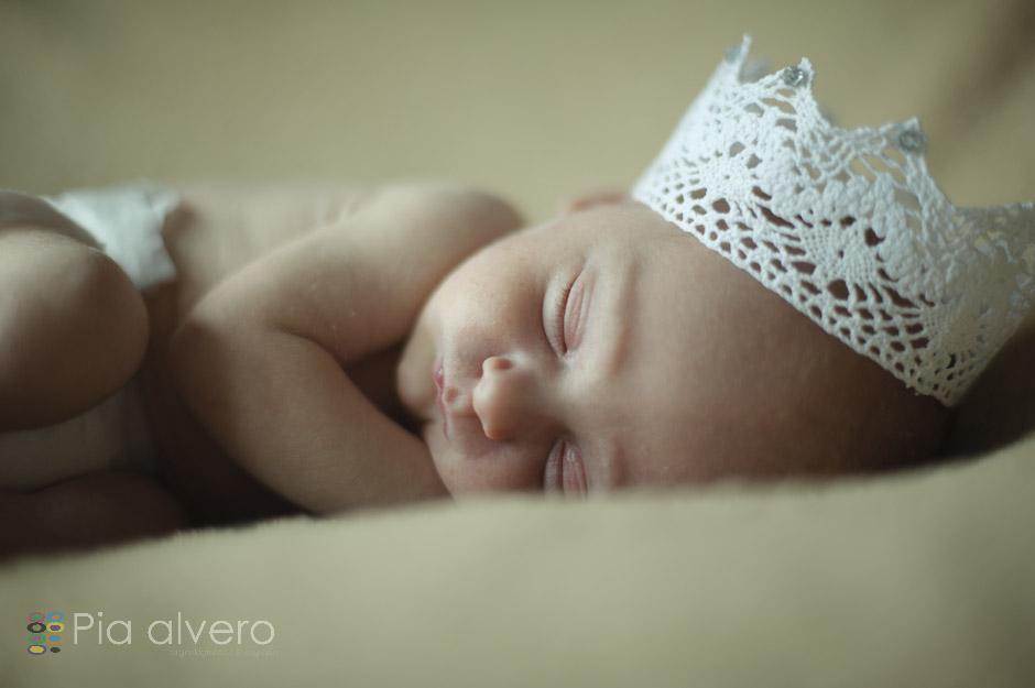piaalvero fotografía de recien nacido a Izei. Las fotos fueron realizadas en Igorre Bizkaia, muy cerca de Bilbao. Una fotografía creativa de bebes natural y maravillosa.-8