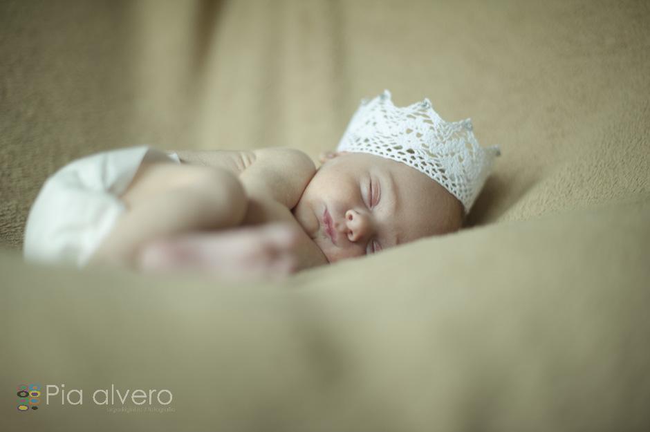 piaalvero fotografía de recien nacido a Izei. Las fotos fueron realizadas en Igorre Bizkaia, muy cerca de Bilbao. Una fotografía creativa de bebes natural y maravillosa.-9